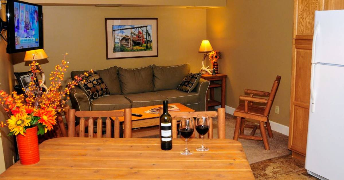 room in cabin with two glasses of wine
