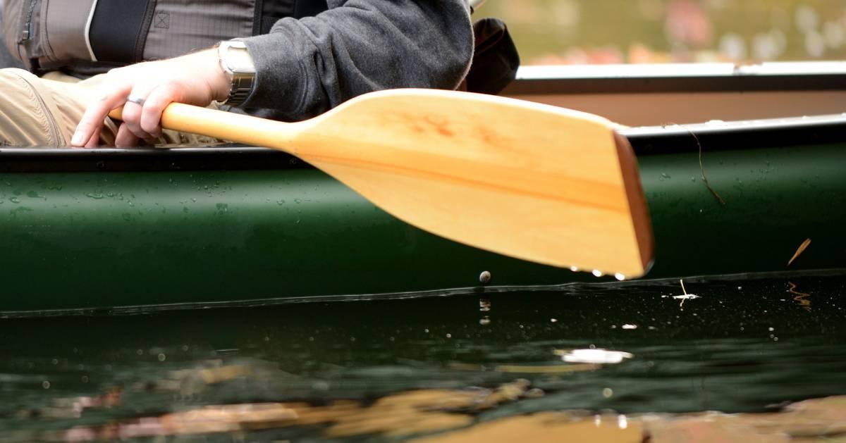 close up of canoe paddle