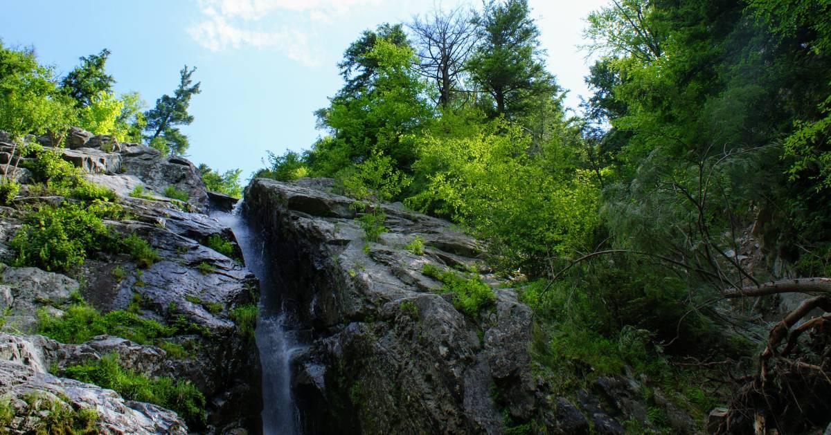 falls on rocks