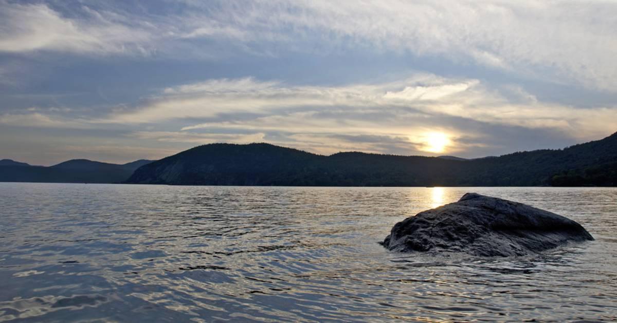 rock in water