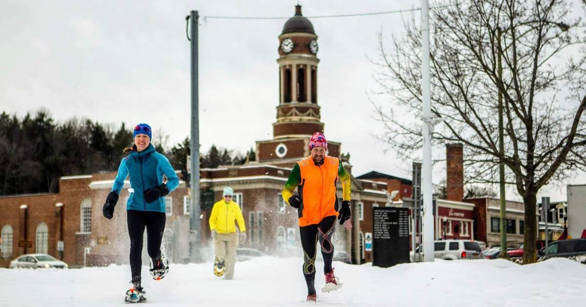 snowshoers racing