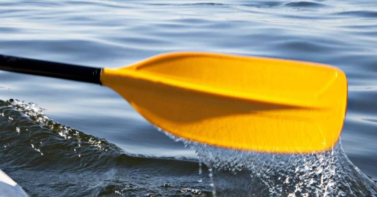 yellow kayak paddle