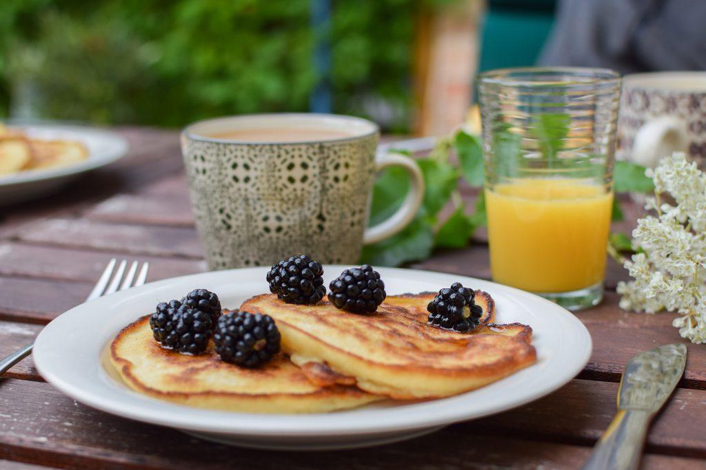 pancakes with blackberries