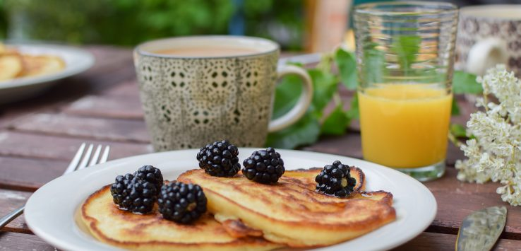 pancakes with blackberries