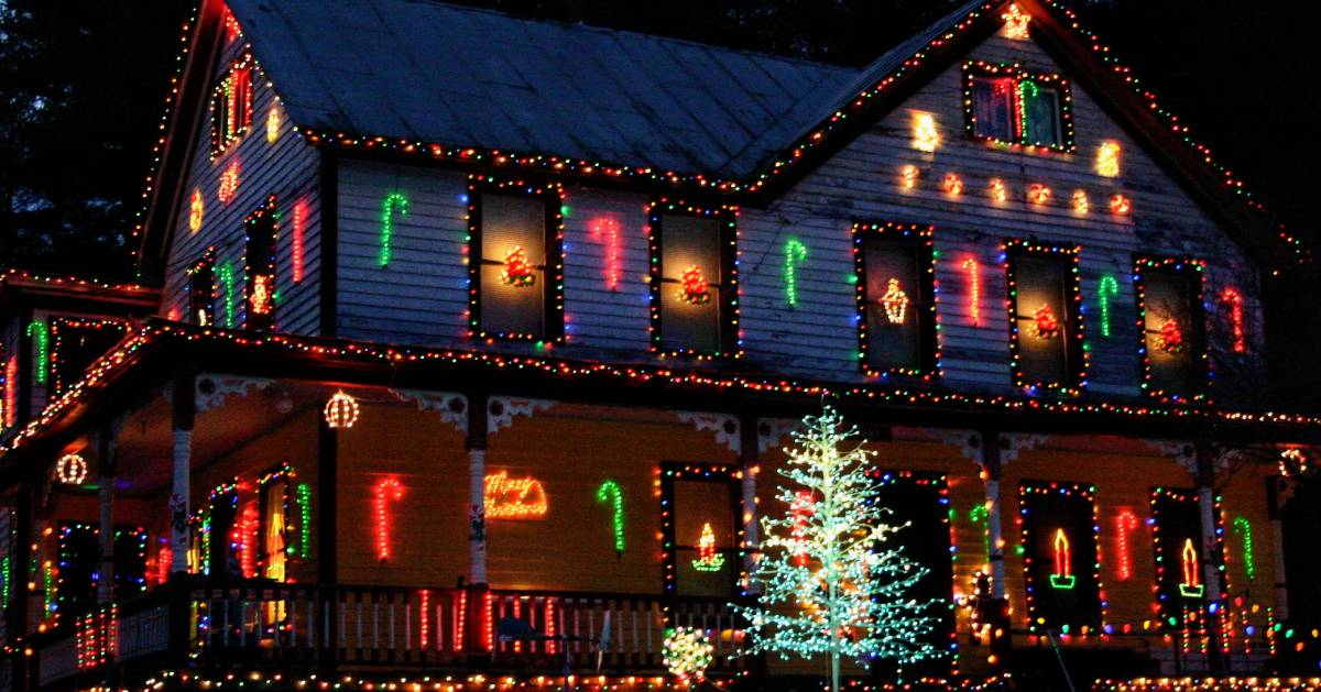 house lit up for Christmas