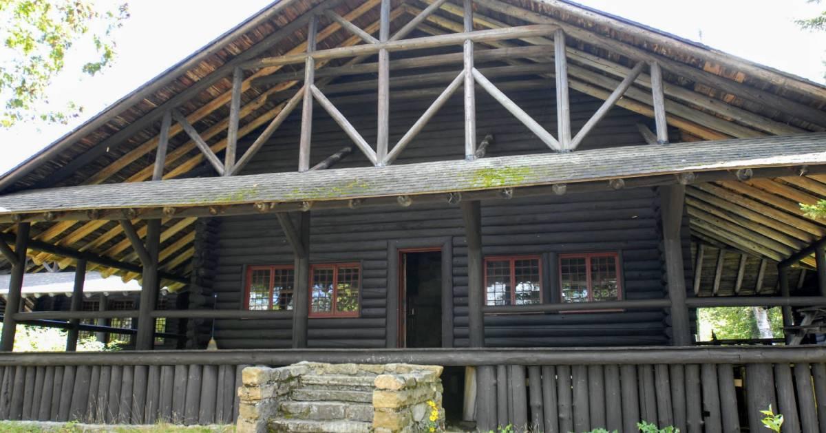 camp building