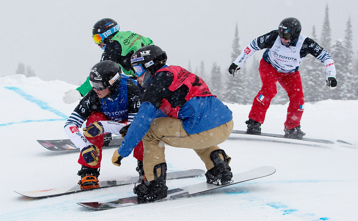 snowboardcross athletes competing