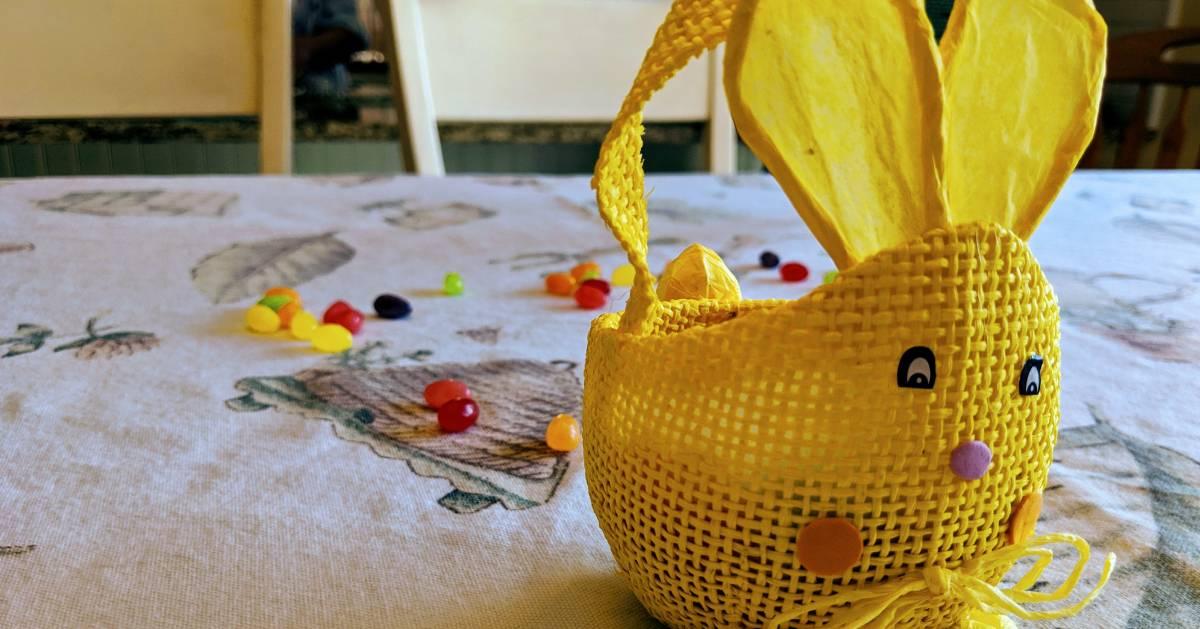 yellow bunny table decoration